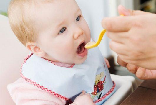 Dinh dưỡng đóng lọ cho bé