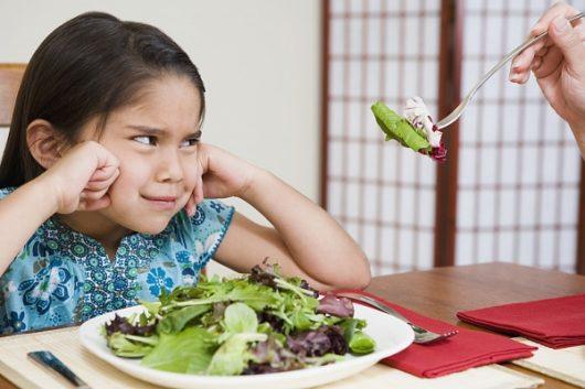 Bé biếng ăn kéo dài, hấp thụ dinh dưỡng kém nguyên nhân từ đâu?