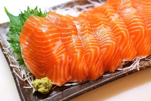 Cá hồi là dòng thực phẩm chống rạn da tốt nên bổ sung trong quá trình mang thai
