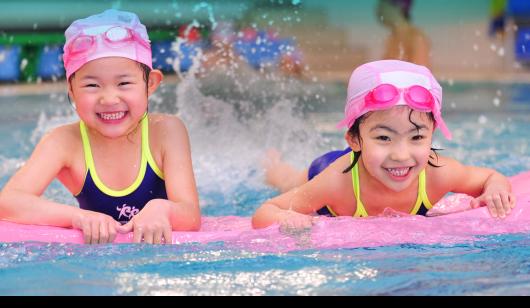 Lựa chọn bộ môn bơi lội cho bé