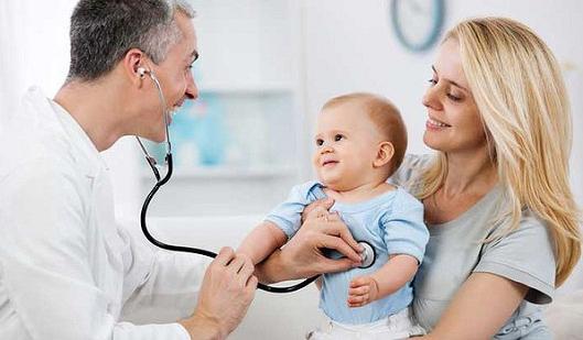 Không lạm dùng thuốc kháng sinh, đưa trẻ đi khám khi trẻ ho kéo dài là lời khuyên của các chuyên gia y tế