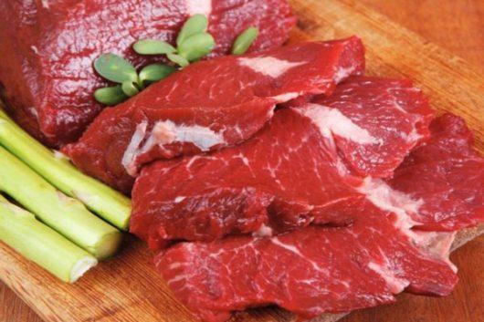 Thịt bò là thực phẩm chứa nhiều sắt cho bà bầu