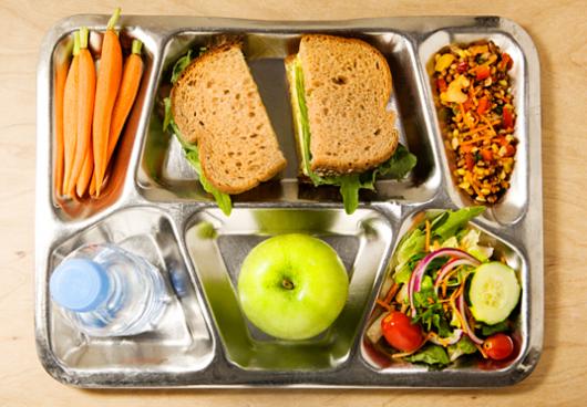 Lựa chọn chế độ ăn uống khoa học cho bé