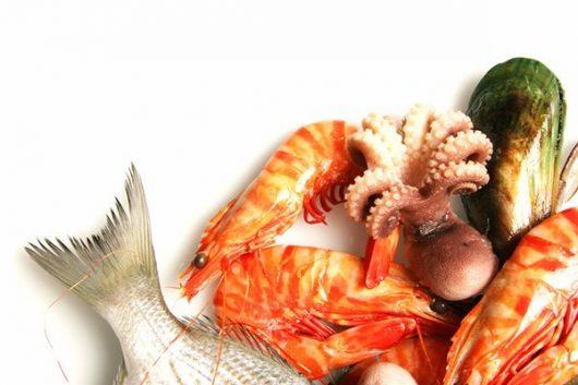 Hải sản là thực phẩm nên bổ sung để bé phát triển chiểu cao