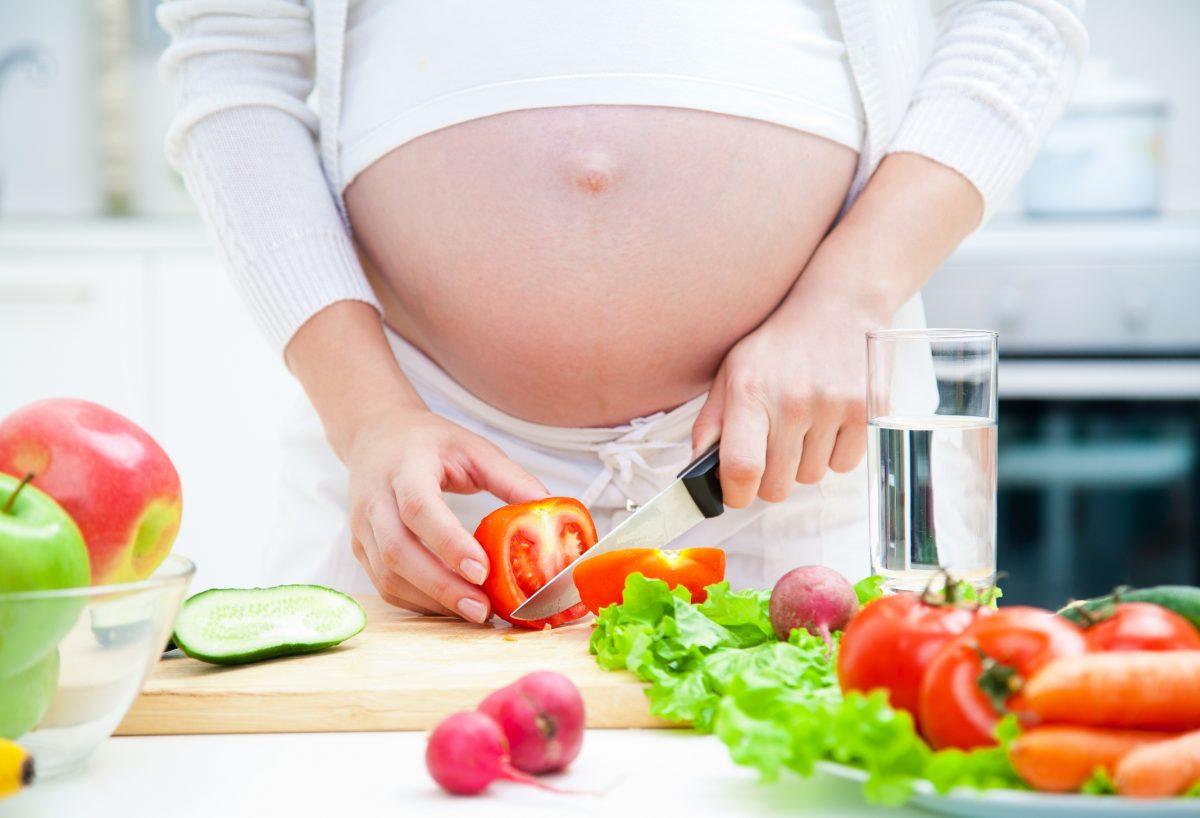 Что должна кушать беременная женщина