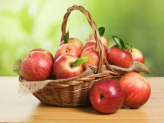 Táo, lê là những loại quả nên bổ sung khi mang thai
