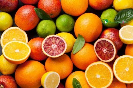 hoa quả không nên cho trẻ ăn trước khi ngủ
