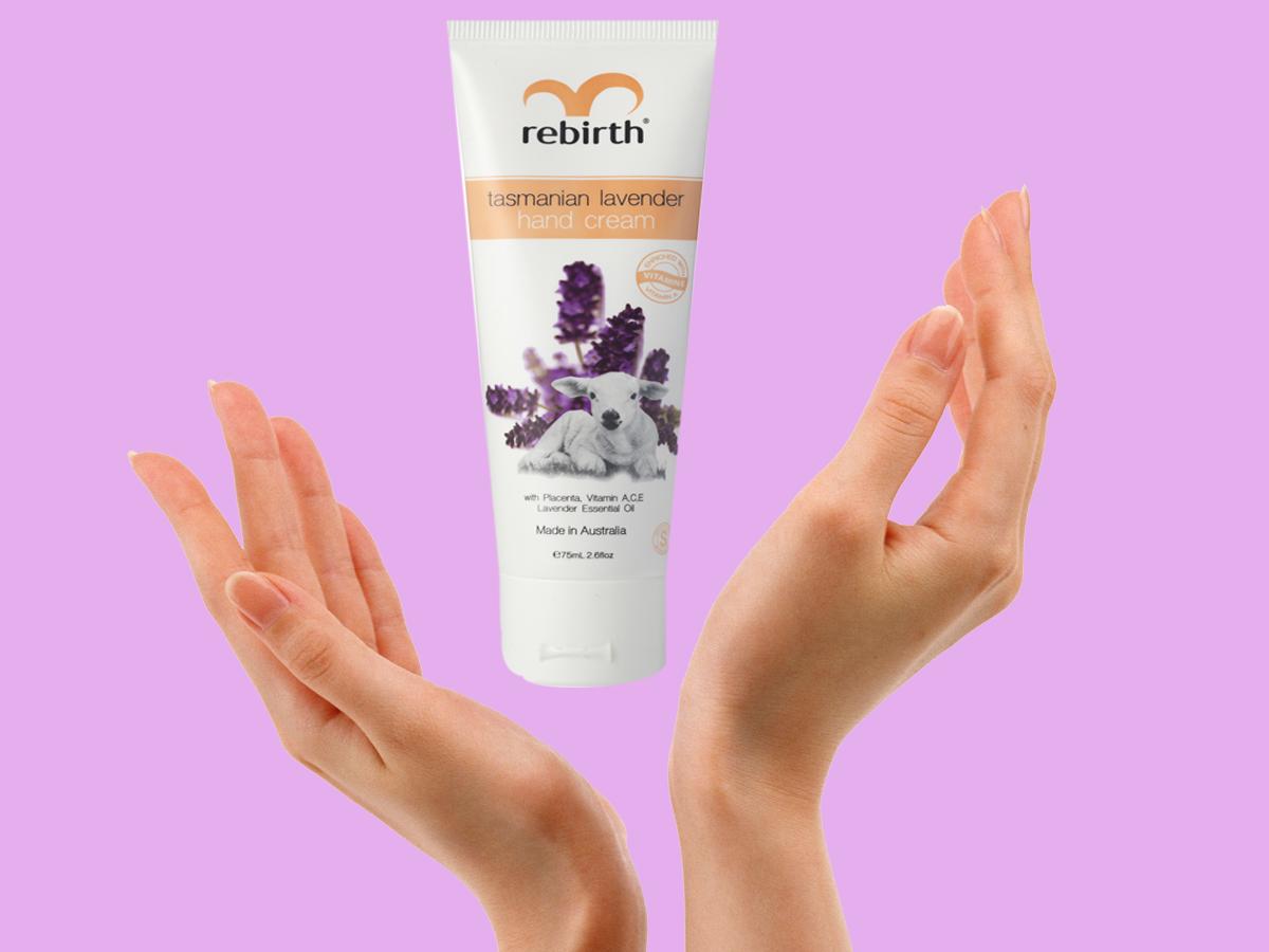 Cung cấp và duy trì độ ẩm cho da tay