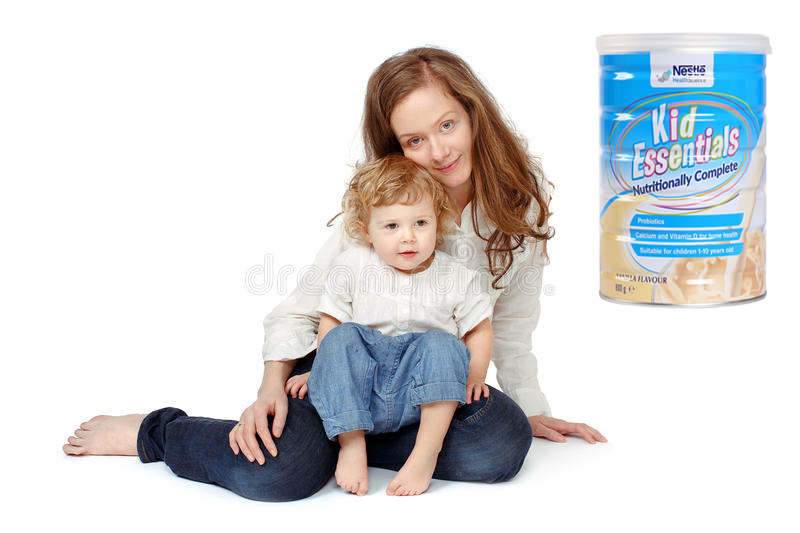 Sữa kid essentials nestle Úc 800g